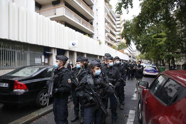 Francouzská policie poblíž budovy bývalé redakce satirického časopisu Charlie Hebdo - Sputnik Česká republika