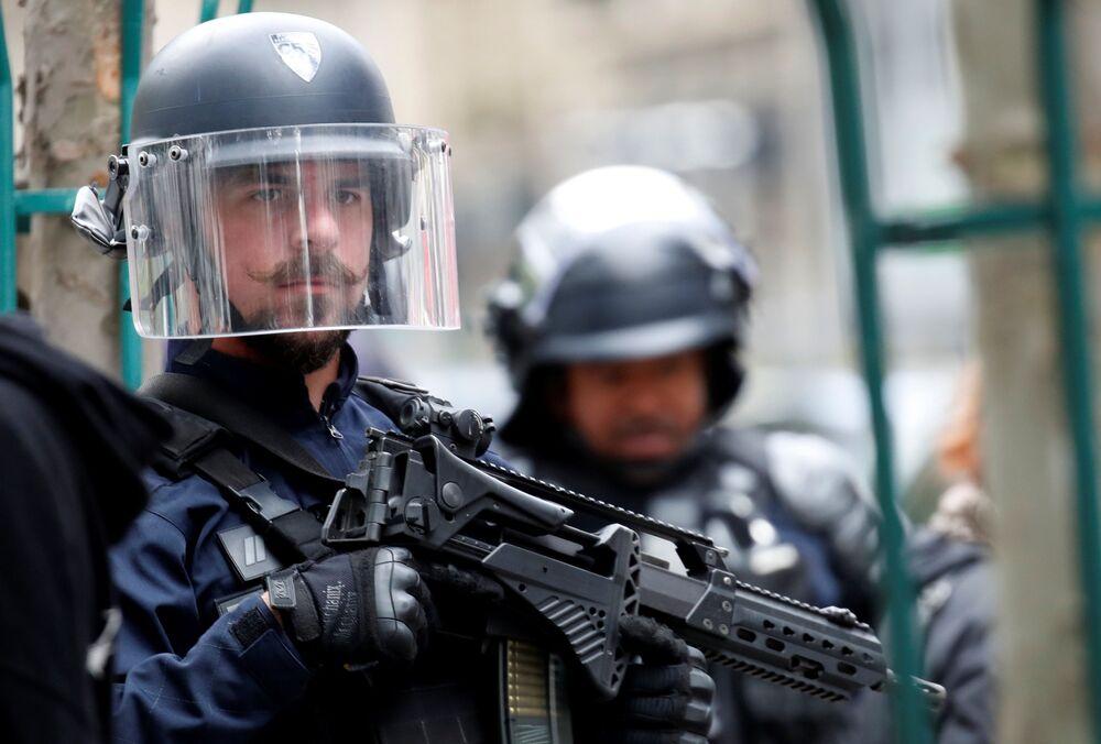 Útok v Paříži: Poblíž budovy bývalé redakce Charlie Hebdo bylo pobodáno několik lidí