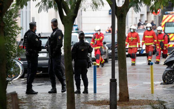 Útok v Paříži: Poblíž budovy bývalé redakce Charlie Hebdo bylo pobodáno několik lidí - Sputnik Česká republika
