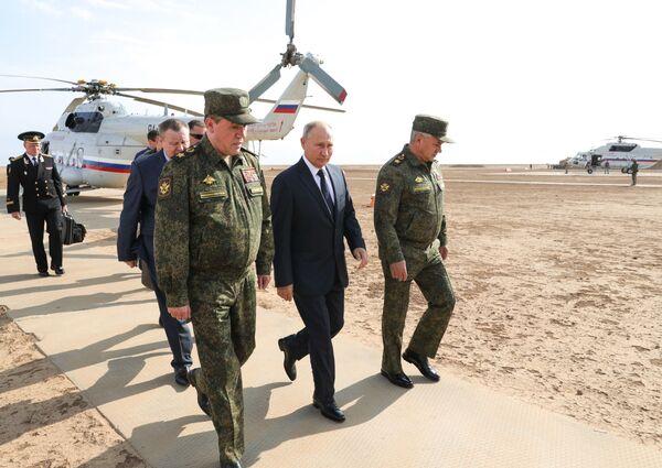 Ruský prezident Vladimir Putin navštívil vojenská cvičení Kavkaz 2020 - Sputnik Česká republika