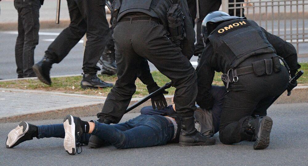 Běloruští těžkooděnci zatýkají v Minsku (ilustrační foto)