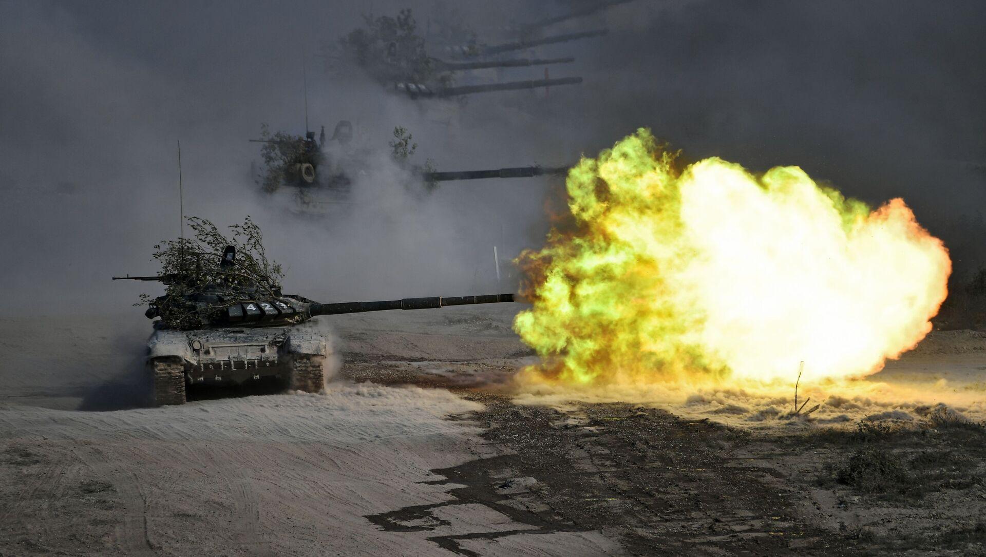 Tanky T-72 během cvičení Kavkaz 2020 - Sputnik Česká republika, 1920, 14.03.2021