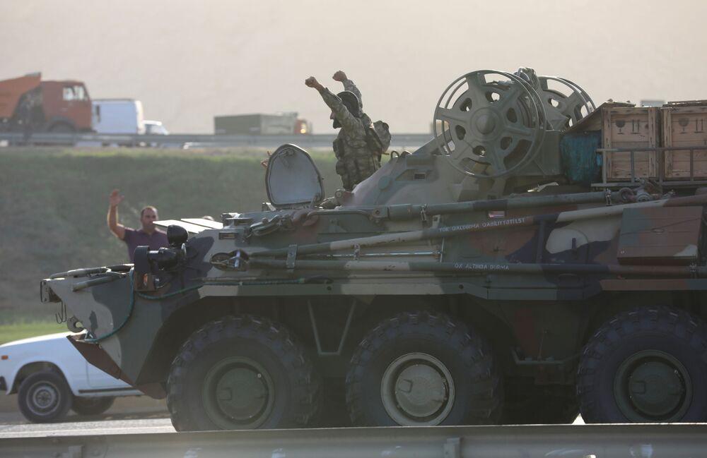 Ázerbájdžánské ministerstvo obrany uvedlo, že arménská armáda zaútočila na obce Náhorního Karabachu.