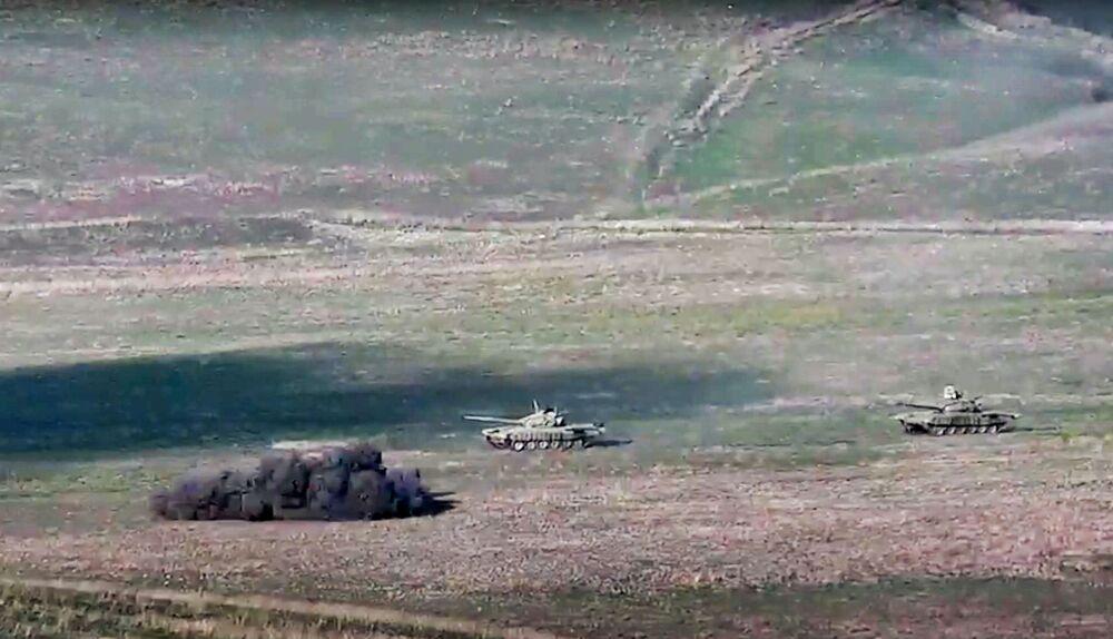 Arménská armáda tvrdí, že Náhorní Karabach byl vystaven leteckým a raketovým útokům ze strany Ázerbájdžánu.