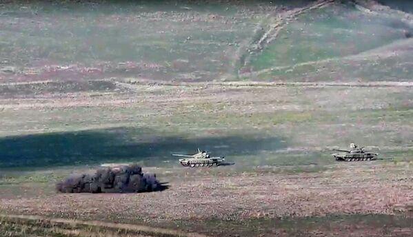 Arménská armáda tvrdí, že Náhorní Karabach byl vystaven leteckým a raketovým útokům ze strany Ázerbájdžánu. - Sputnik Česká republika