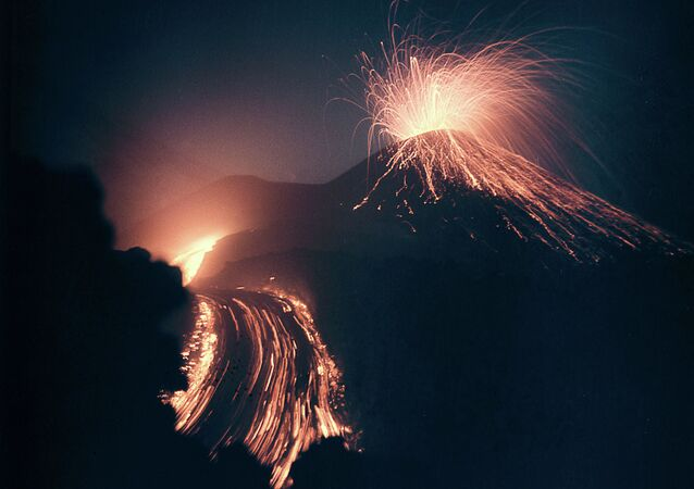 Sopka během erupce