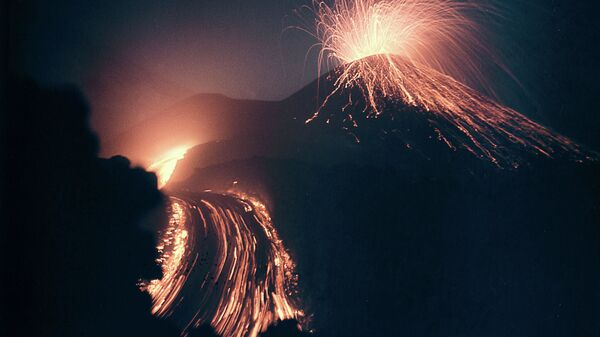 Sopka během erupce - Sputnik Česká republika