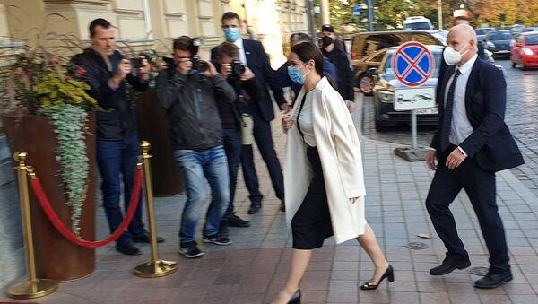 Světlana Tichanovská jde na schůži s Emmanuelem Macronem - Sputnik Česká republika