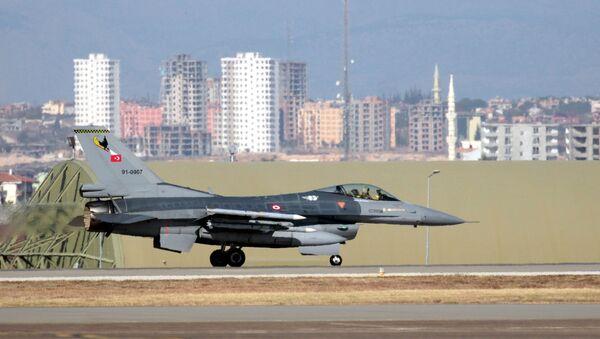 Turecká stíhačka F-16. Ilustrační foto - Sputnik Česká republika