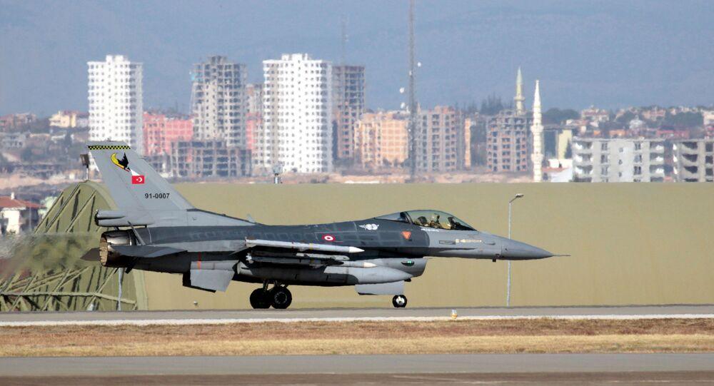 Turecká stíhačka F-16. Ilustrační foto