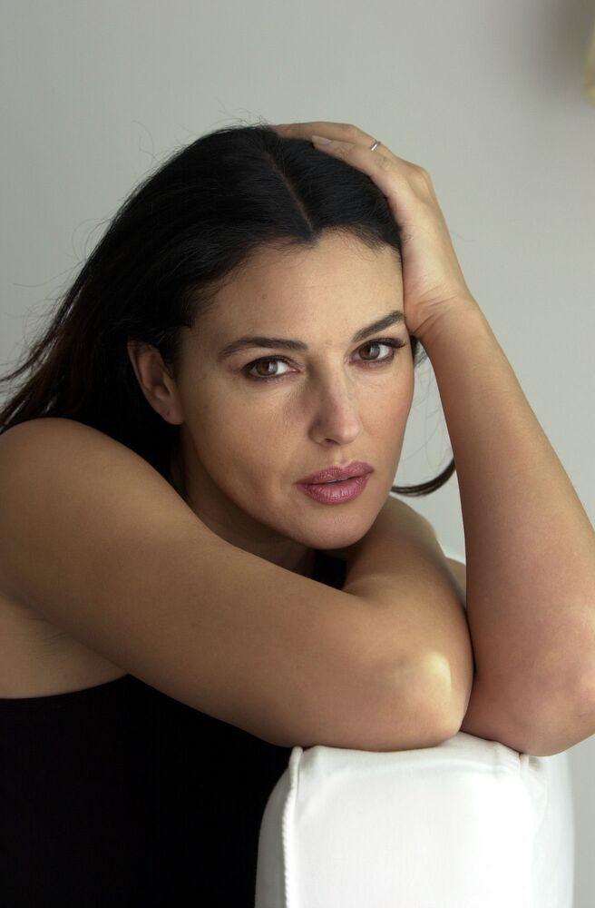 Monica Bellucci pózuje pro fotku 26. února 2003 v hotelu Mondrian v západním Hollywoodu v Kalifornii.