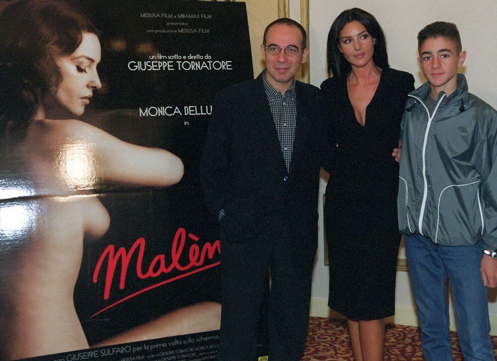 Italský režisér Giuseppe Tornatore, herečka Monica Bellucci a Giuseppe Sulfaro při uvedení filmu Malena.