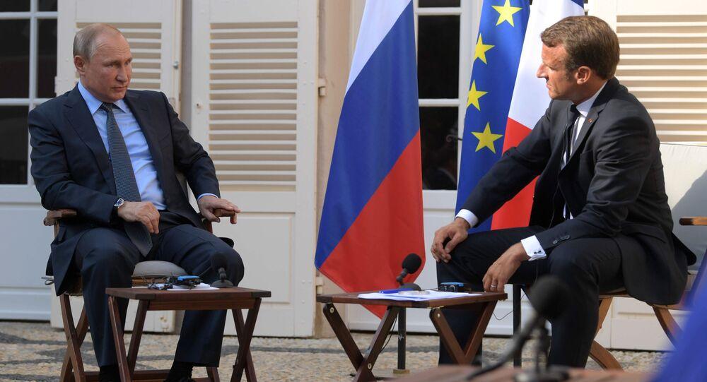 Vladimír Putin a Emmanuel Macron