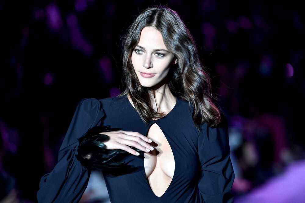 Přehlídka spodního prádla slavné francouzské značky se letos stala jednou z nejpůsobivějších.