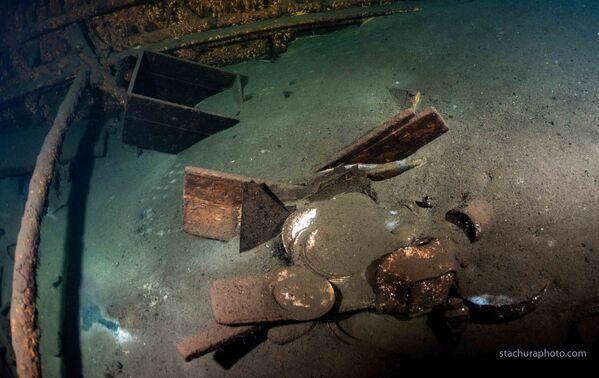Uvnitř potopené lodě Karlsruhe   - Sputnik Česká republika