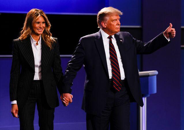 Americký prezident Donald Trump se svou manželkou Melanií po první televizní debatě s kandidátem za Demokratickou stranu, bývalým viceprezidentem Joe Bidenem v Clevelandu (29. 9. 2020)