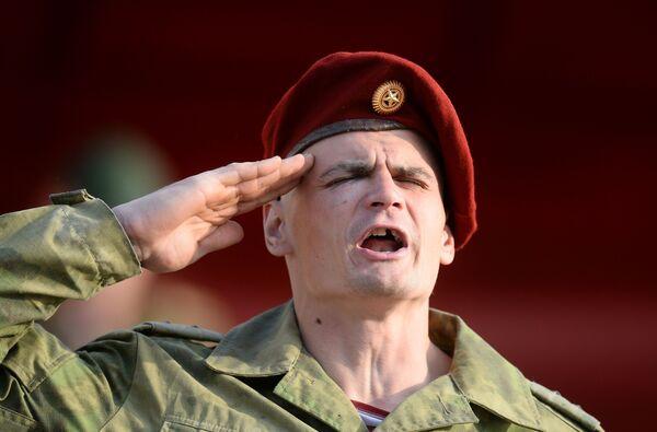 Předávání karmínového baretu po ukončení zkoušky  - Sputnik Česká republika