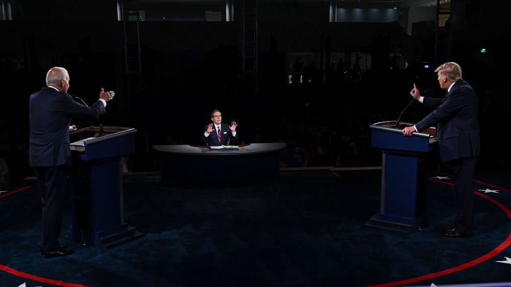 Úřadující americký prezident Donald Trump a americký prezidentský kandidát Joe Biden během první debaty v Clevelandu, USA