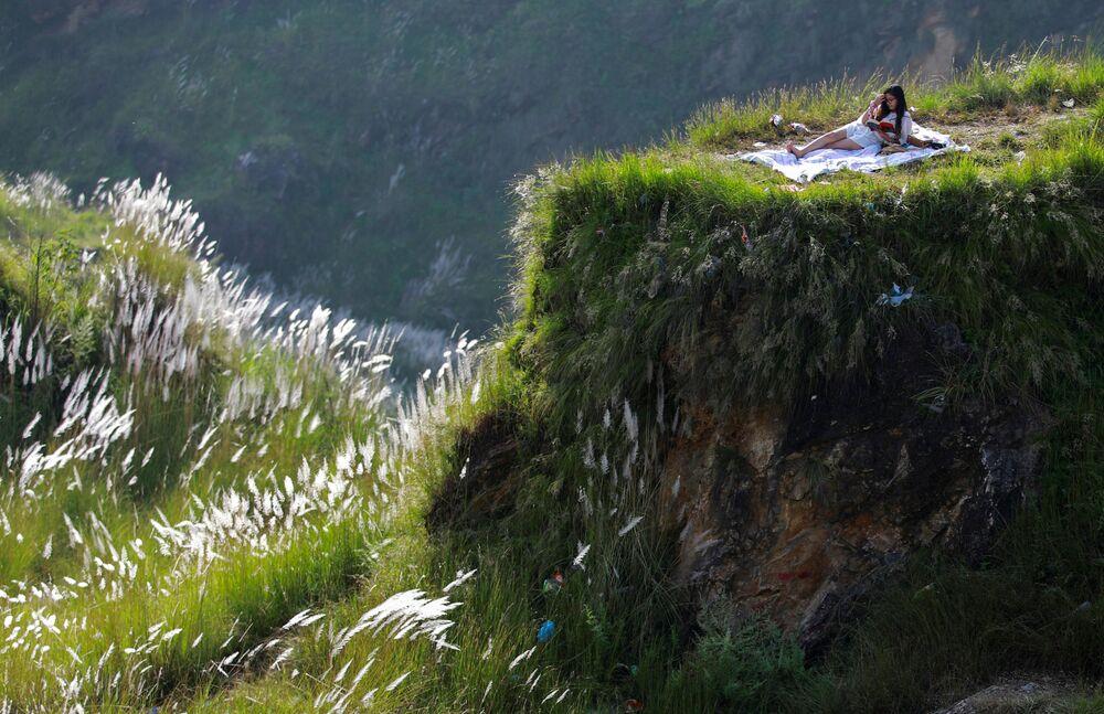 Žena na pikniku v Káthmándú, Nepál