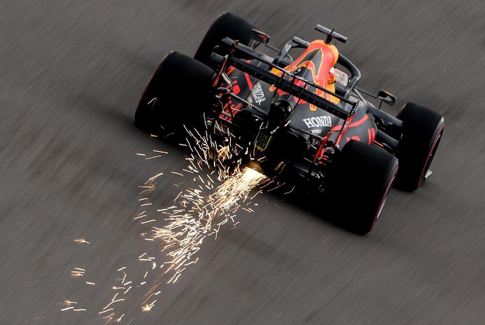 Pilot týmu Red Bull Max Ferstappen se účastní ruské etapy mistrovství světa v automobilových okruhových závodech ve třídě Formule 1