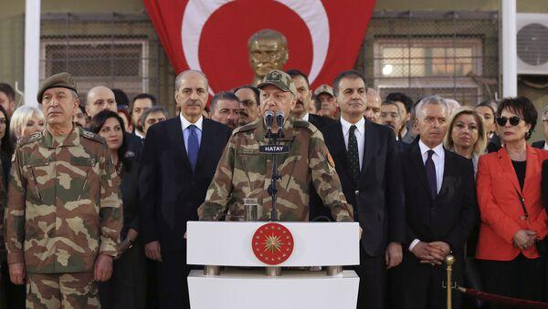 Turecký prezident Recep Erdogan se obrací k vojákům nedaleko hranic se Sýrií - Sputnik Česká republika
