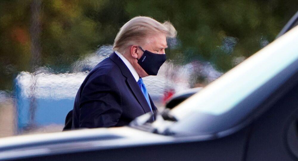 Americký prezident Donald Trump dorazí do Národního vojenského zdravotnického centra Waltera Reeda vrtulníkem