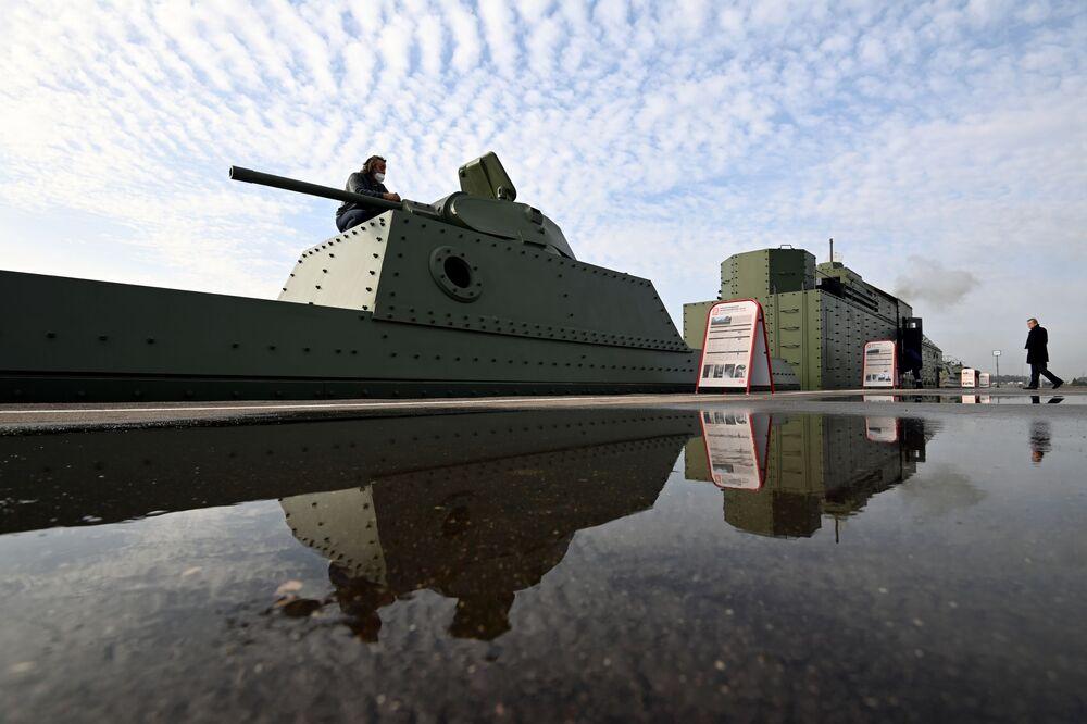Replika obrněného vlaku BP-43 z doby Velké vlastenecké války před slavnostním předáním Ministerstvu obrany RF
