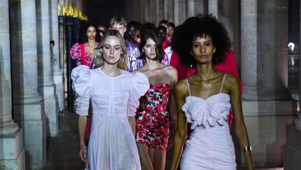 Svátek ženské elegance. Co nám představil pařížský týden módy? - Sputnik Česká republika