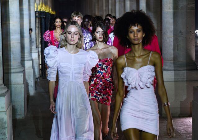 Svátek ženské elegance. Co nám představil pařížský týden módy?