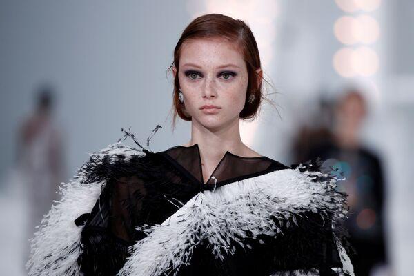 Přehlídka nové kolekce Virginie Viard během pařížského týdne módy. - Sputnik Česká republika