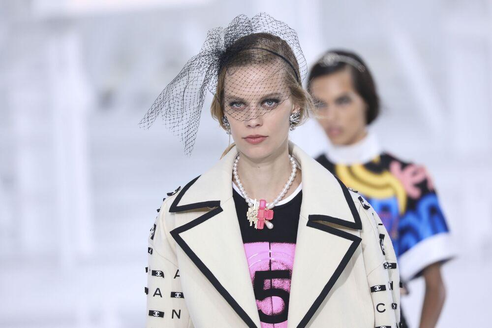 Přehlídka nové kolekce Chanel během pařížského týdne módy.