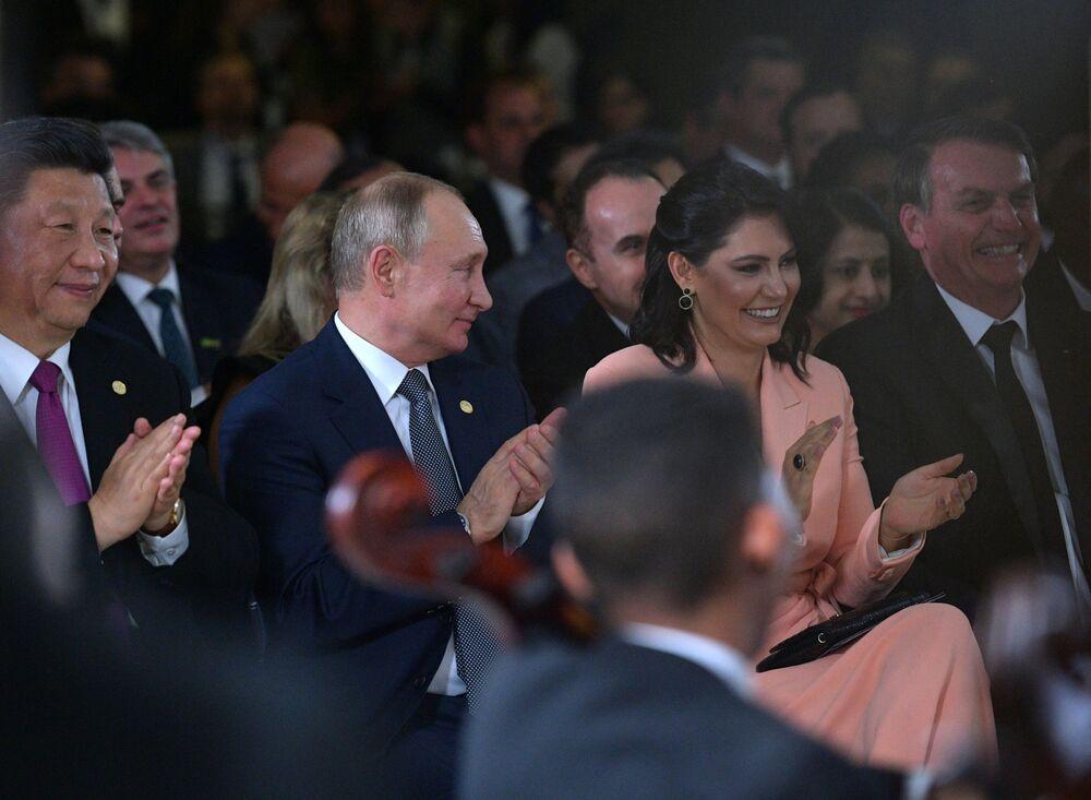 Vladimir Putin během koncertu pro účastníky skupiny BRICS v Brazílii.