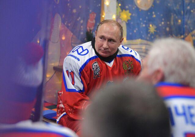 Vladimiru Putinovi je 68 let. Jaký je ruský prezident v práci a mimo ni?
