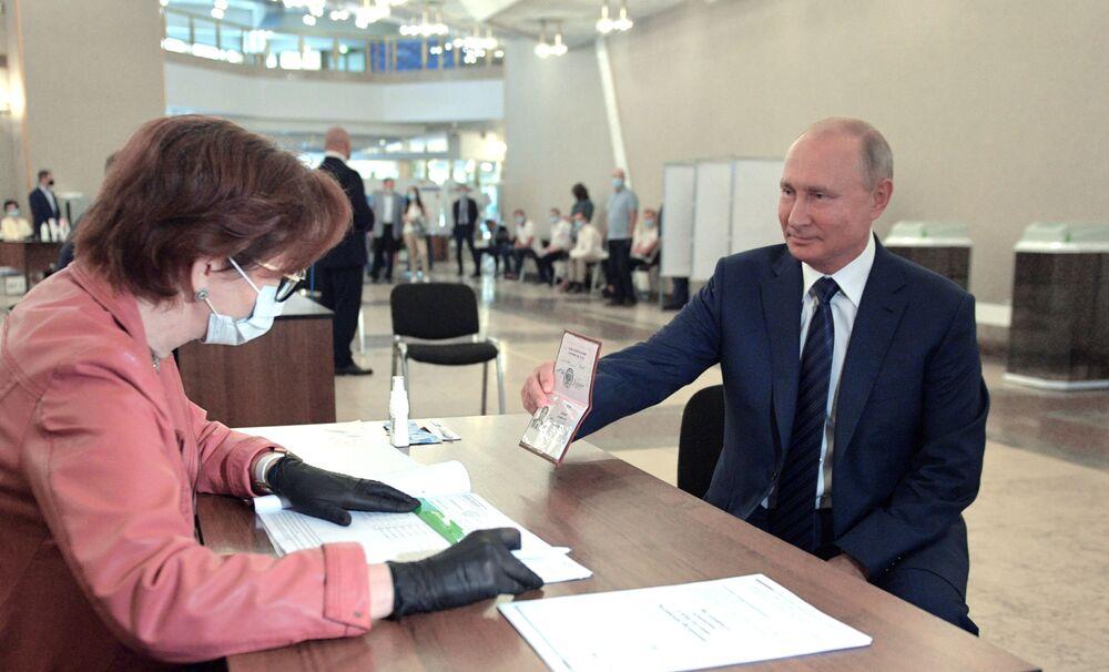 Vladimir Putin během hlasování o změnách v Ústavě Ruské federace.