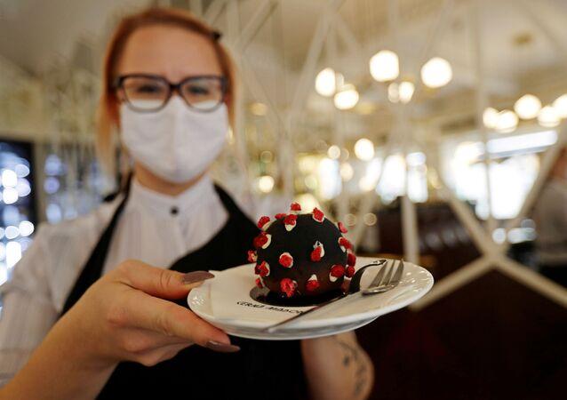 """Jeden """"virus"""", prosím! V Česku během pandemie vymysleli originální dezert"""