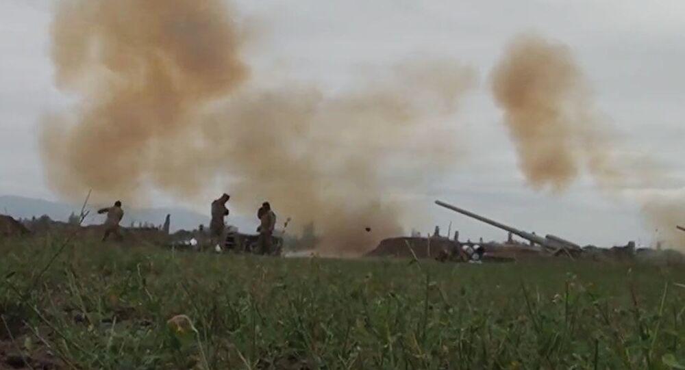 Ozbrojené síly Ázerbájdžánu útočí na arménské jednotky.