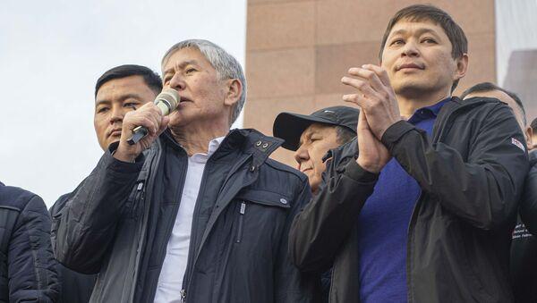 Bývalý premiér Kyrgyzstánu Almazbek Atambajev před svými stoupenci - Sputnik Česká republika