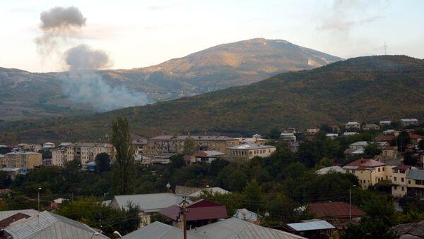 Hlavní město Republiky Arcach Stěpanakert po dělostřeleckém ostřelování. Ilustrační foto - Sputnik Česká republika