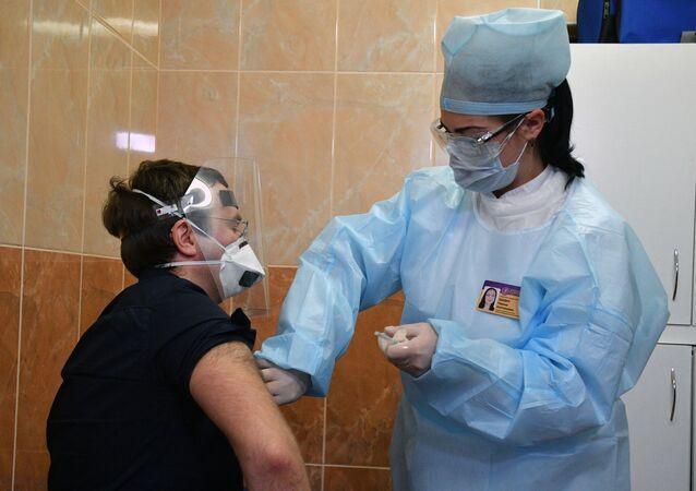 Očkování dobrovolníků ruskou vakcínou proti koronaviru Sputnik V v Bělorusku