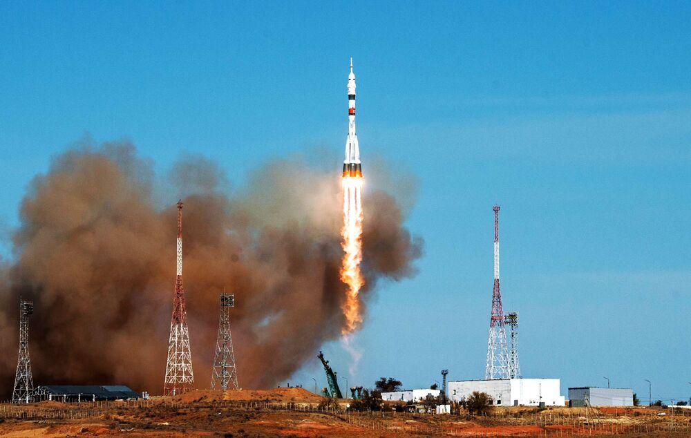 Kromě vědeckých experimentů budou muset astronauti najít místo úniku vzduchu v modulu Zvězda.