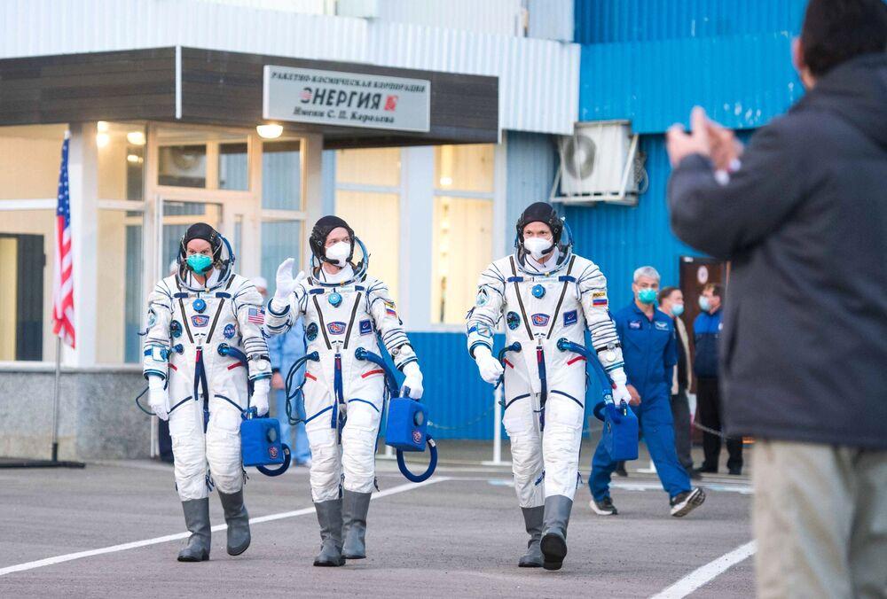 Posádka zůstane ve vesmíru do 9. dubna 2021.