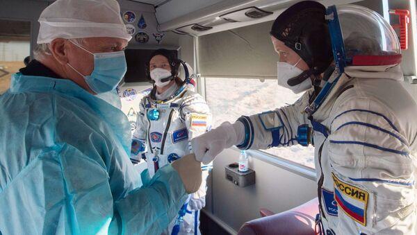 Členové hlavní posádky ISS-64, kosmonauti Roscosmosu Sergej Kuď-Sverčkov a Sergej Ryžikov - Sputnik Česká republika