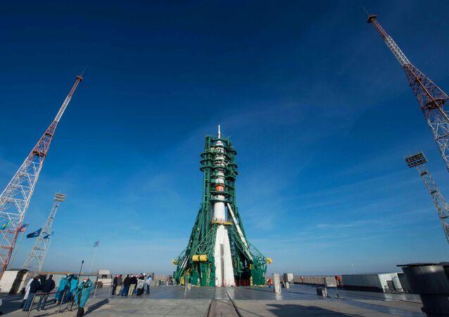 Start nosné rakety Sojuz 2.1a z kosmodromu Bajkonur s pilotovanou lodí Sojuz MS-17