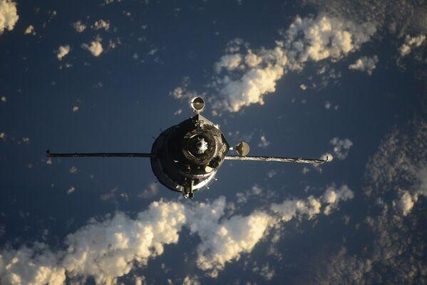 Za tradiční je považováno dvoudenní schéma, když loď provede 34 oběhů. - Sputnik Česká republika