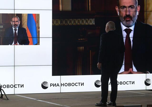 Generální ředitel MIA Rossiya Segodnya Dmitrij Kiseljov získal rozhovor s arménským lídrem Nikolem Pašinjanem