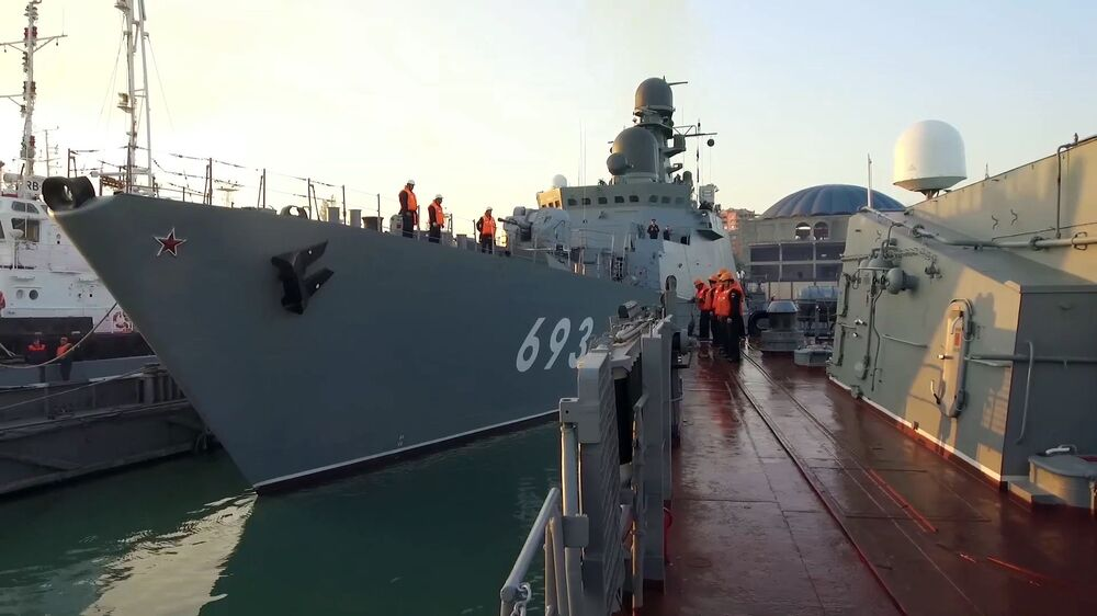 Strážní loď Dagestán jde na moře k účasti na cvičení kaspické flotily