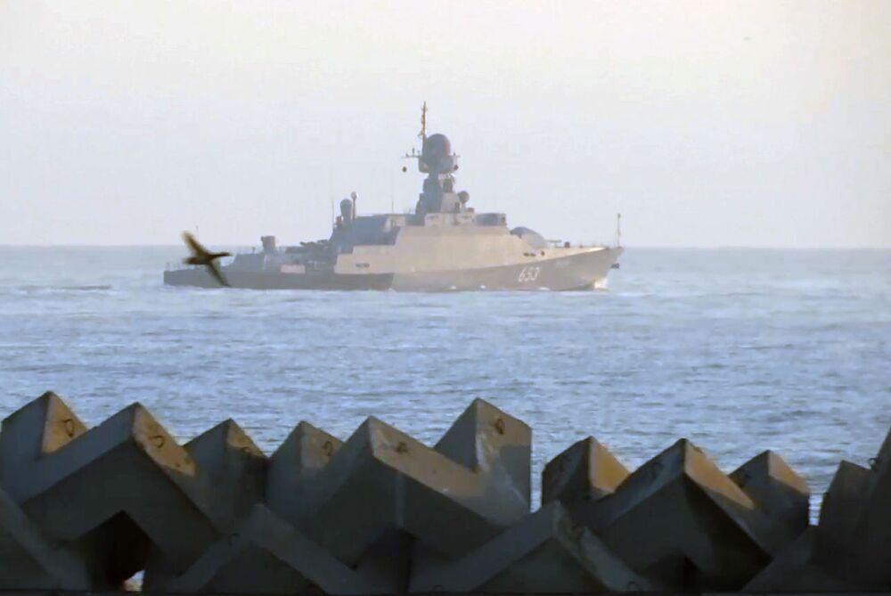 Malá raketová loď Uglič jde na moře k účasti na cvičení kaspické flotily