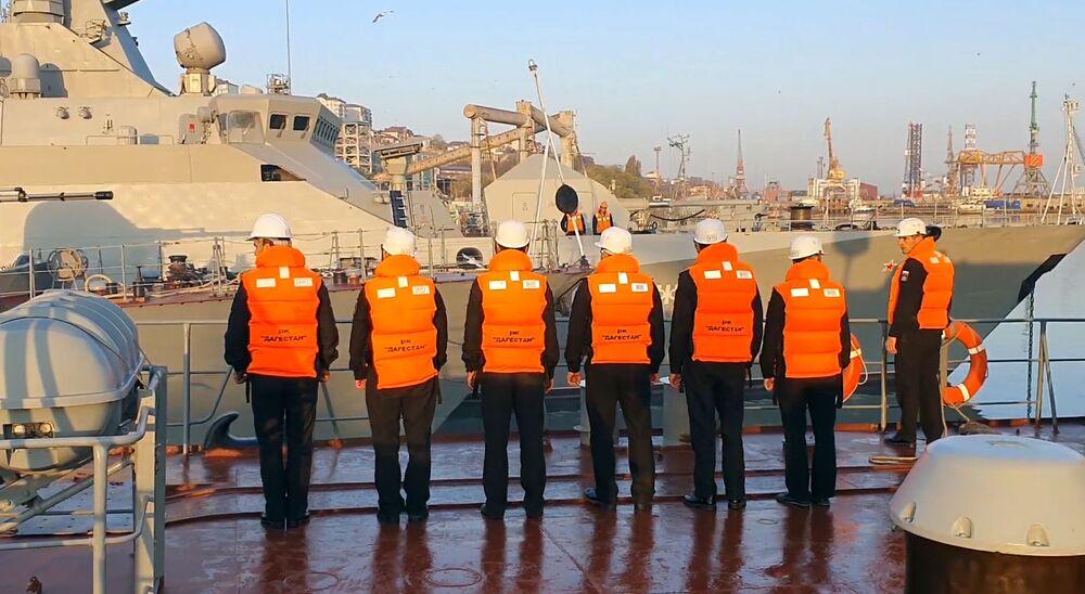 Členové posádky strážní lodi Dagestán