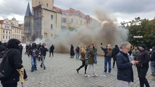Potyčky po skončení demonstrace proti koronavirovým opatřením na Staroměstském náměstí v Praze - Sputnik Česká republika