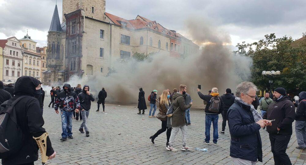 Potyčky po skončení demonstrace proti koronavirovým opatřením na Staroměstském náměstí v Praze